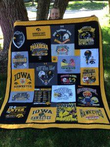 t-shirt quilt, college t-shirt quilt, graduation t-shirt quilt, UofI T-shirt quilt